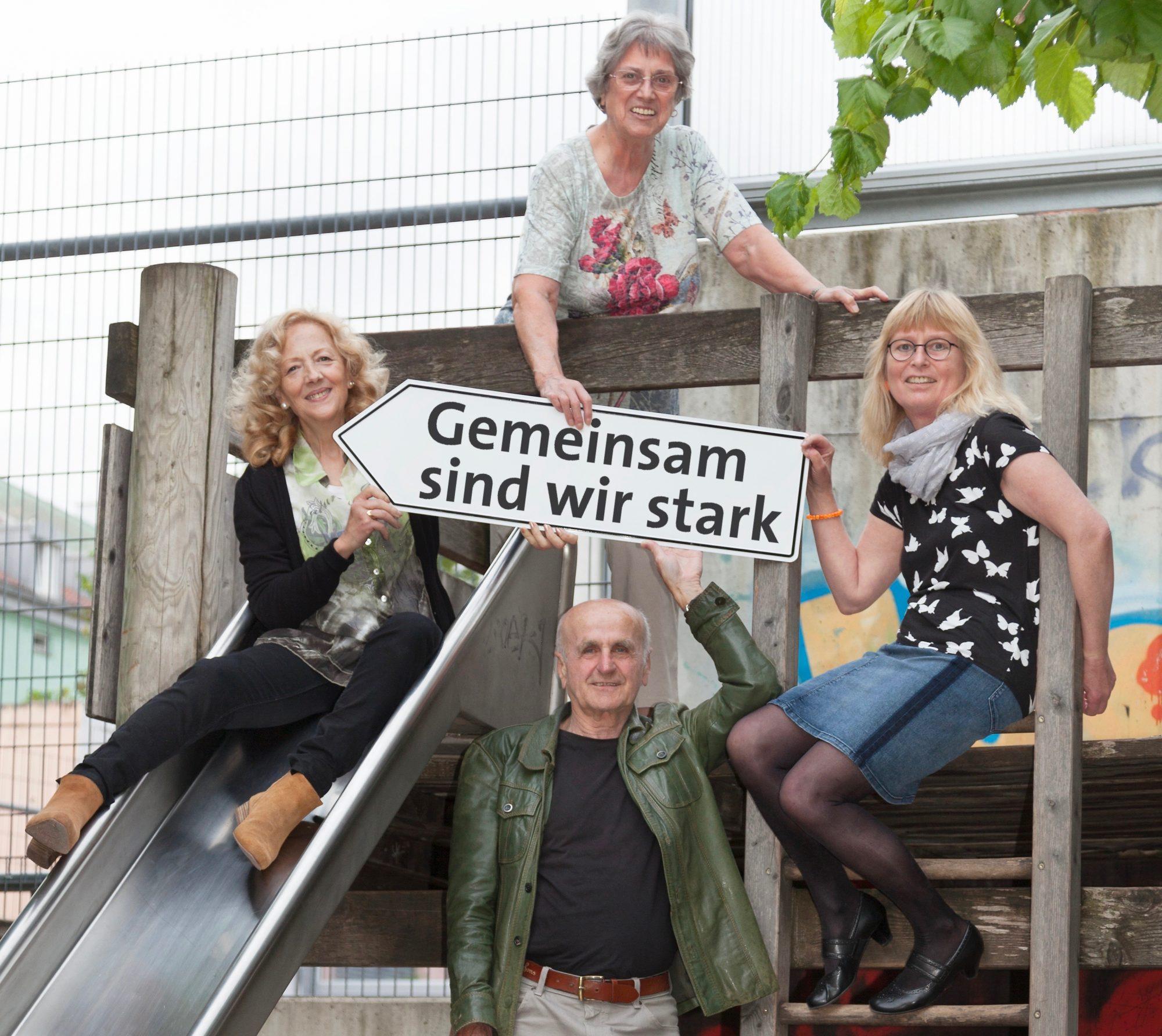 Mitglieder der Scleroderma Liga in München mit der langjährigen Vorsitzenden Maria Reeb (oben)